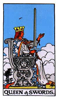La reina roja se extiende en su trono
