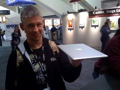 A truly nerdy moment: MacBook Air @ MacWorld 2008 (Schill) Tags: nerd apple mobile macworld macair macworld2008 macbookair airbook