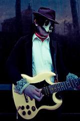 Death Guitarist (Luis Montemayor) Tags: man reflection mexico death df bellasartes mask guitar guitarra muerte reflejo mascara tre hombre barriochino ragazzi morti allegri dflickr dflickr090208