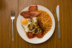 i've been slack (lomokev) Tags: food breakfast canon tomato mushrooms eos bacon beans tea folk egg knife sausage plate 5d friedegg canoneos fryup fullenglish canoneos5d eos5d file:name=img2356 lomokevsdiningtable