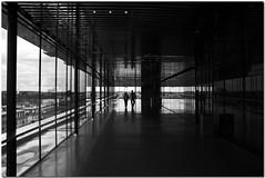 Hand in hand (*Kicki*) Tags: may 2008 uppsala sweden sverige musikenshus bw kicki svenskaamatörfotografer konica minolta 25fave 25 fave cc kh67 dynax 7d konicaminoltadynax7d konicaminolta dynax7d monotone monochrome architecture monocrome svartvitt people handinhand silhouettes candid reflection