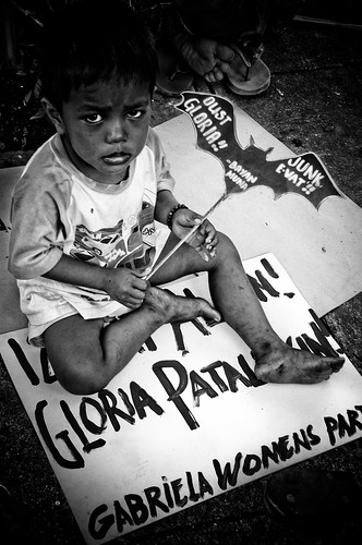 boy toddler sitting on protest placard sona Manila Buhay Pinoy Philippines Filipino Pilipino  people pictures photos life Philippinen  菲律宾  菲律賓  필리핀(공화국)