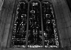 17 - Paris - Descendre le boulevard Magenta avec la nuit - Eglise Saint-Laurent - Vitrail, Baptême de Clovis (melina1965) Tags: îledefrance paris février february 2017 10earrondissement 75010 nikon d80 noiretblanc blackandwhite bw église églises church churches vitrail vitraux stainedglasswindow stainedglasswindows
