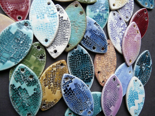 Lizard skin porcelain components