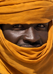 Tuareg with an orange tagelmust, Libya (Eric Lafforgue) Tags: orange sahara niger eyes searchthebest culture tribal tribes nomad tradition tribe ethnic libya tribo tuareg ethnology tribu nomadic libia libye libyen ghadafi supershot h3d  12728 lbia lafforgue ethnie libi ericlafforgue nomadiclife libiya  ribia liviya khadafi libija       lbija  lby  libja lbya liiba livi