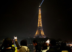 Rveillon (ClydeHouse) Tags: paris crowd eiffeltower newyear toureiffel newyearseve foule rveillon jourdelan byandrew saintsylvestre avenuedenewyork