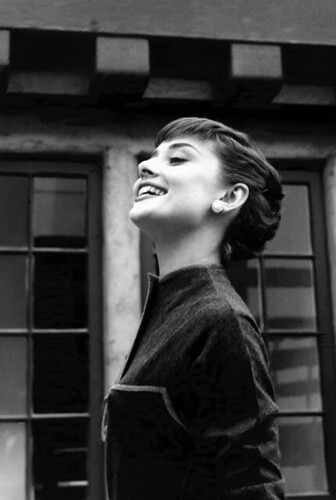 Audrey Hepburn, head up, Paramount Studios, 1953 / Bob Willoughby