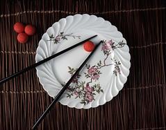 Fraise tagada en un plat (Remy Benelhadj (MrSoul)) Tags: france fra assiette fraisetagada hautsdeseine levalloisperret vuedehaut baguettechinoise