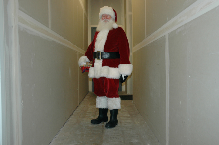 santa backstage at factoria mall_1_levels_web