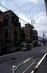 070619027.jpg (todoanphoto) Tags: tokyo contax rx distagon carlzeiss minowa 25mmf28 dojunkaiapartment