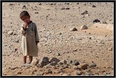 Nulle part (Laurent.Rappa) Tags: afghanistan enfant portrait desert child face laurentr hummingbirds betterthangood travel people children regard peuple unicef ritratto retrato ritratti laurentrappa voyage