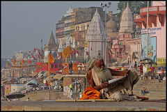 The Reader (sistereden2) Tags: india varanasi ghats supershot bénarès diamondclassphotographer flickrdiamond lpreading