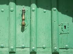 A cal y canto 23 (copepodo) Tags: door espaa spain puerta lock burgos cerradura covarrubias aldaba