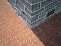 Dietro l'angolo  Round the corner (robmauri) Tags: muro casa italia grigio colore fotografia astratto colori bianco stile linea arancione balcone edifici esterno geometrie inverigo abitazione geronto