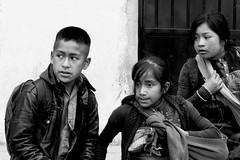 paura (Dalia-Nera) Tags: sguardi ritratto donnamessicana tessitura reportage messicanpeople bambino