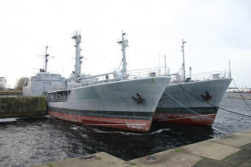 Deutsche Marine: ex Betriebsstofftransporter, klein Klasse 703 FGS A 1424 WALCHENSEE und A 1427 WESTENSEE als Auflieger in Wilhelmshaven