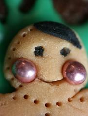 de belles joues pour celui-ci... (bibine 75) Tags: christmas xmas portrait food macro love colors face handmade chocolate gingerbread eat cupcake nol chocolat