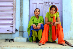 Sisters  Borkhundi (Jules1405) Tags: world travel ladies people india kids sisters children asian julien kid asia child indian young asie rajasthan inde rajasthani reflectionsoflife lovelyphotos jules1405 unseenasia borkhundi mailler asiatiquestravel