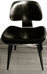 Bentply (vajra) Tags: blackandwhite angel chair sanrafael eames santo dcw bulto