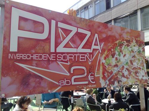 Schreibfehler auf Pizza-Plakat