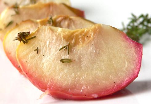 Überbackene Apfelspalten mit Thymian & Vanillezucker