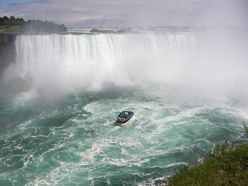Maid of the Mist heading into Horseshoe Falls