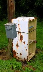[35%] Poste, buzn y nevera (EnekoMenica) Tags: mailbox poste nikon post oxido nevera buzon fidge s560