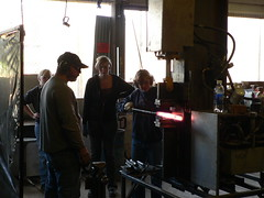P1040307.JPG (jason.leonard.peacock) Tags: seattle art washington unitedstates metalwork knives blacksmith damascus forging prattfineartscenter hydraulicpress tomferry
