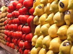 YELLOW RED BROWN - vegetables (LetsLetsLets) Tags: barcelona vegetables market tomatoes tomates kiwis lemons agosto mercado 2007 laboqueria vegetais limes