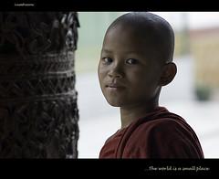 The world is a small place (**luisa**) Tags: red bravo child yangon burma monk myanmar rangoon birmania nikond80 bratanesque shwdagon naturalbeautyportraiture espressionidellanima