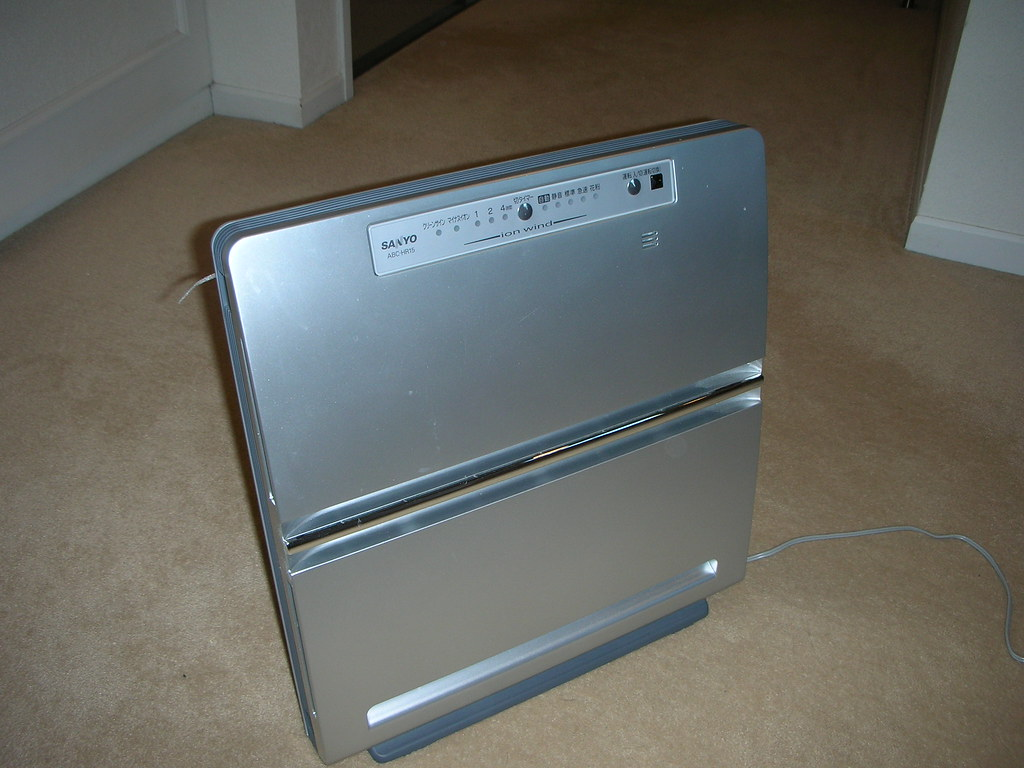 Sanyo Ion-Wind Air Filter for sale in Tokyo