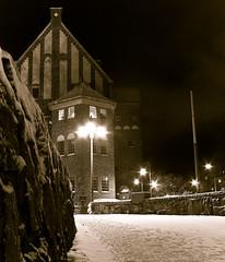 tokholmsnatt-2306 (Ola Persson) Tags: street winter snow building stone night vinter stockholm streetlights olympus gata 24mm om snö f28 natt sn hzuiko autow