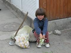 Romania - Parajdi (relisa) Tags: flowers child poor eu romania fiori povertà bambina saltmines forgottenplaces luoghidimenticati minieradisale parajdy