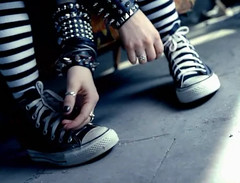 Avril - sk8er boi (musicxcharts) Tags: music video shoes go converse vans avril let sk8er boi lavigne