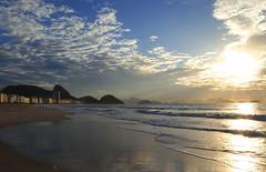 Copacabana (Imagem Compartilhada) Tags: brazil praia beach brasil riodejaneiro copacabana amanhecer