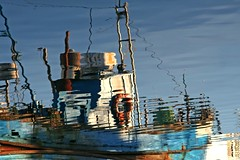Rusty blue reflection.... (Loca....) Tags: portugal docks reflections boats barcos setbal setubal reflexos docas postais locabandoca mdpd2008 ilustrarportugal srieouro my2008dailyphotodiary mdpd200802 1822008