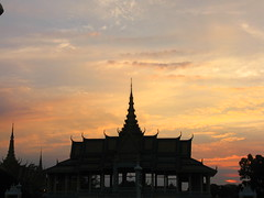 Royal Palace Phnom Penh Cambodia (hn.) Tags: sunset sky copyright cloud silhouette architecture backlight clouds contraluz evening abend asia asien cambodge cambodia heiconeumeyer kambodscha seasia soasien southeastasia sdostasien khmer sonnenuntergang dusk himmel wolke wolken palace architektur phnompenh dmmerung bauwerk gebude palast contrejour sunset1 royalpalace gegenlicht abendrot copyrighted knigspalast tp0708