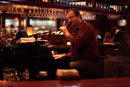 Seasons 52: live jazz at the bar