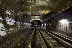 Mtro parisien - Paris (Aur from Paris) Tags: light paris france night train underground subway wagon tag graf mtro tube rail trail tunel dri ratp canoneos5d digitalblending stif aur