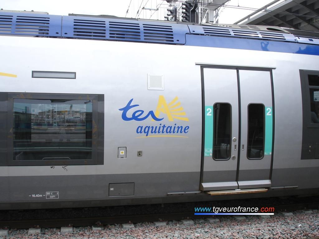 Logo TER de la Région Aquitaine sur un autorail bimode B 81500