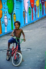 prince's island (chicow) Tags: poverty brazil art bike bicycle brasil painting fun kid eyes child poor culture prince social vitria help workshop brazilian draw psychedelic popular childs cultura brasileira kidspainting alberthoffman humbleness braziliankid ilhadoprncipe biclycing