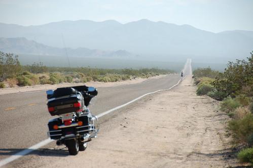 Moto en el Mojave