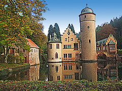 Aschaffenburg: Castle Mespelbrunn (bill barber) Tags: bridge autumn roof reflection tower castle fall stone architecture fairytale germany deutschland bill pond arquitectura sandstone torre tour bell pierre frankfurt main chapel william german elements hedge barber architektur alemania torn boathouse moat torony turm tyskland stein sandstein architettura bundesrepublik gable germania alemanha torni duitsland grs deutsche arkitektur trn aschaffenburg piedra mespelbrunn architectur lallemagne donjon spessart billbarber doitsu niemcy njemaka saksa nmetorszg arenisca  njemacka  nemecko abigfave superbmasterpiece diamondclassphotographer theunforgettablepictures wdwbarber williambarber bbarber1 germnia