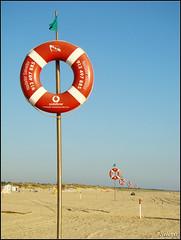 Continuidade . Continuous (selenis) Tags: praia beach portugal sand areia vermelho algarve boia ref fpc montegordo araquem