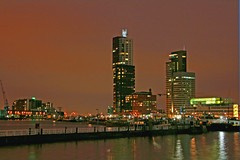 Rotterdam skyline (Pieter Musterd) Tags: haven holland skyline canon rotterdam nightshot harbour nederland thenetherlands highrise montevideo fotomuseum rijnhaven nachtopname flickrsbest pieter007 canoneos400d rotterdamskyline theunforgettablepictures pietermusterd