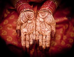 Mehendi Lagaake Rakhna (Madhu Gopalan) Tags: wedding red woman girl bride friend mehendi sari tamil telugu southindian krishlikesit