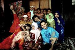Ceria di Hari Raya (Jamaloogy) Tags: family muslim joy group eid hijab raya hari mubarak muslimfamily