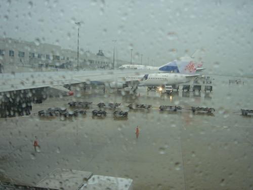 下雨的松山機場