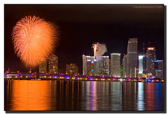 Happy New Year, Miami! (Fraggle Red) Tags: night downtown raw florida fireworks miami reflexions i195 biscaynebay newyearcelebration blueribbonwinner welltaken adobelightroom canonefs1785mmf456isusm abigfave juliatuttlecswy anawesomeshot diamondclassphotographer flickrdiamond platinumheartaward miamidadeco goldstaraward welcome2008