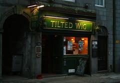 Tilted Wig (Fliedermaus) Tags: winter bar evening scotland pub flickr aberdeenshire meetup dusk hiver january scottish aberdeen shire janvier meet ecosse tiltedwig greatpubname